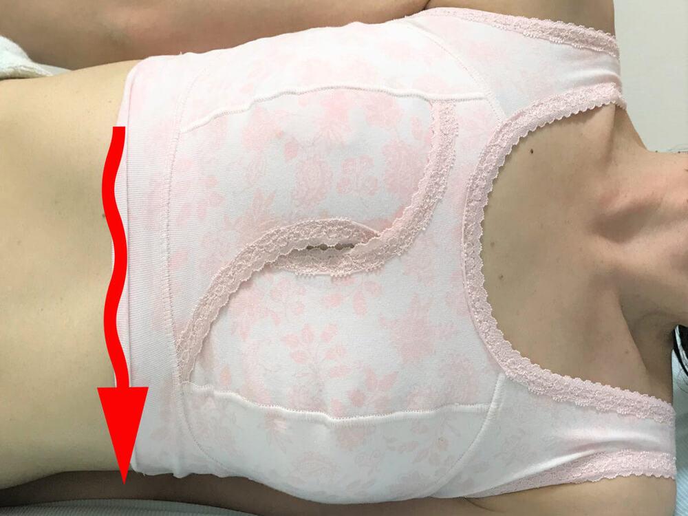セシールのクロスでしっかりホールドするナイトブラ(ノンワイヤー・ソフトブラ)着用横向け寝