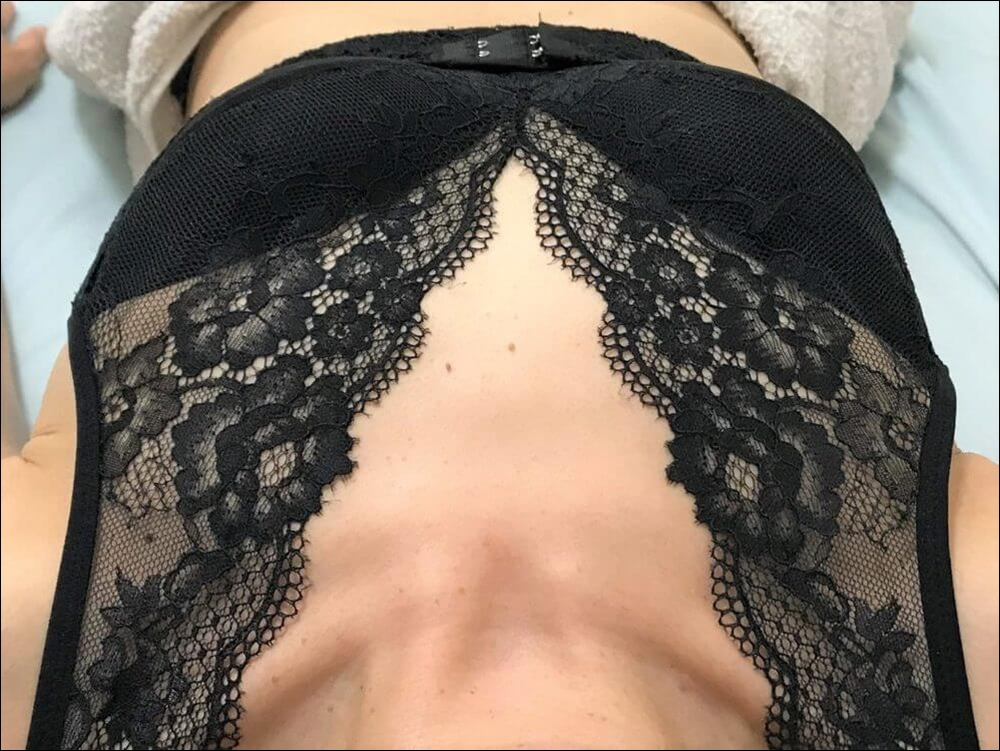 ルルクシェルのナイトブラ/くつろぎ育乳ブラの仰向け